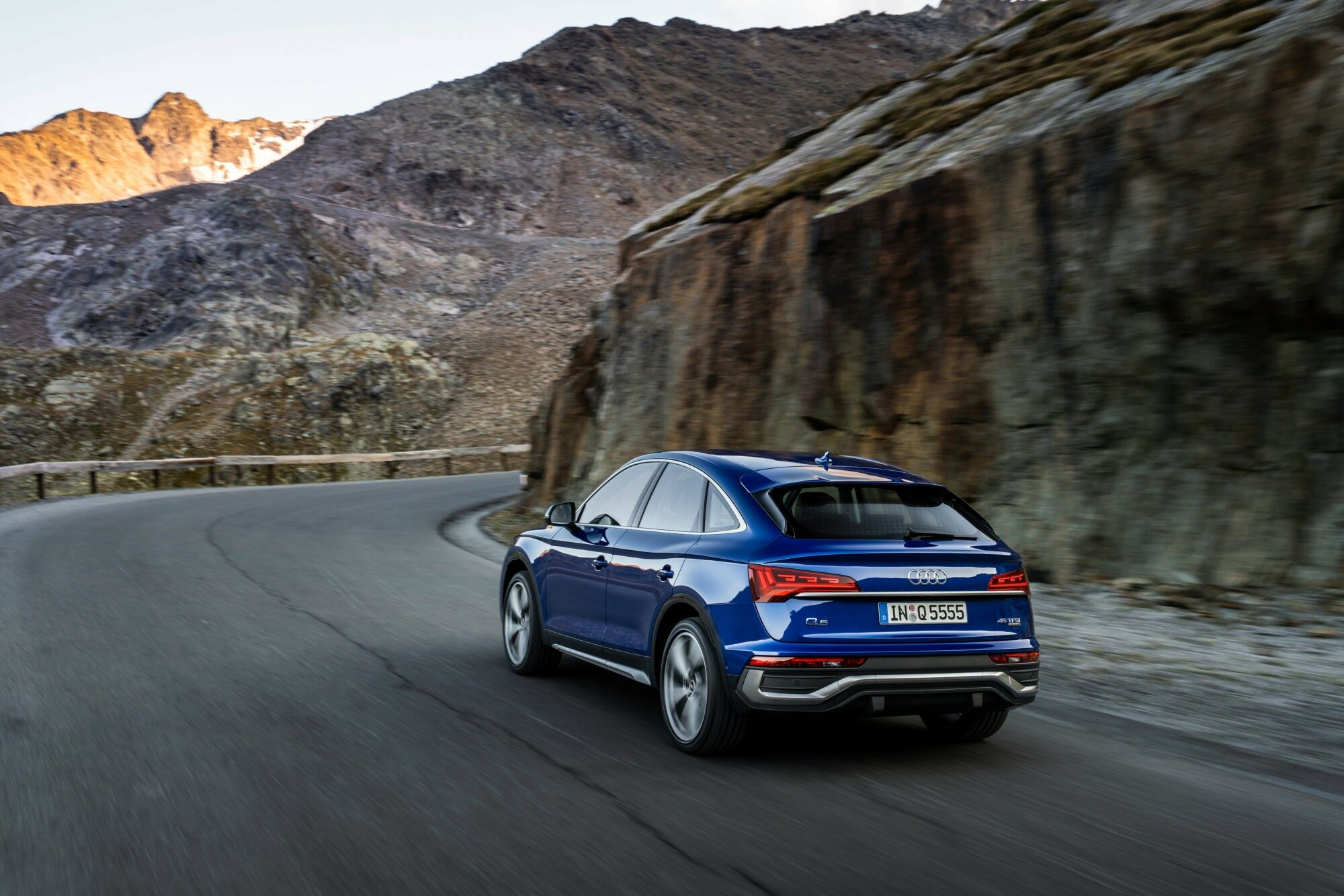 Deze afbeelding heeft een leeg alt-attribuut; de bestandsnaam is Audi-Q5-Sportback.jpg