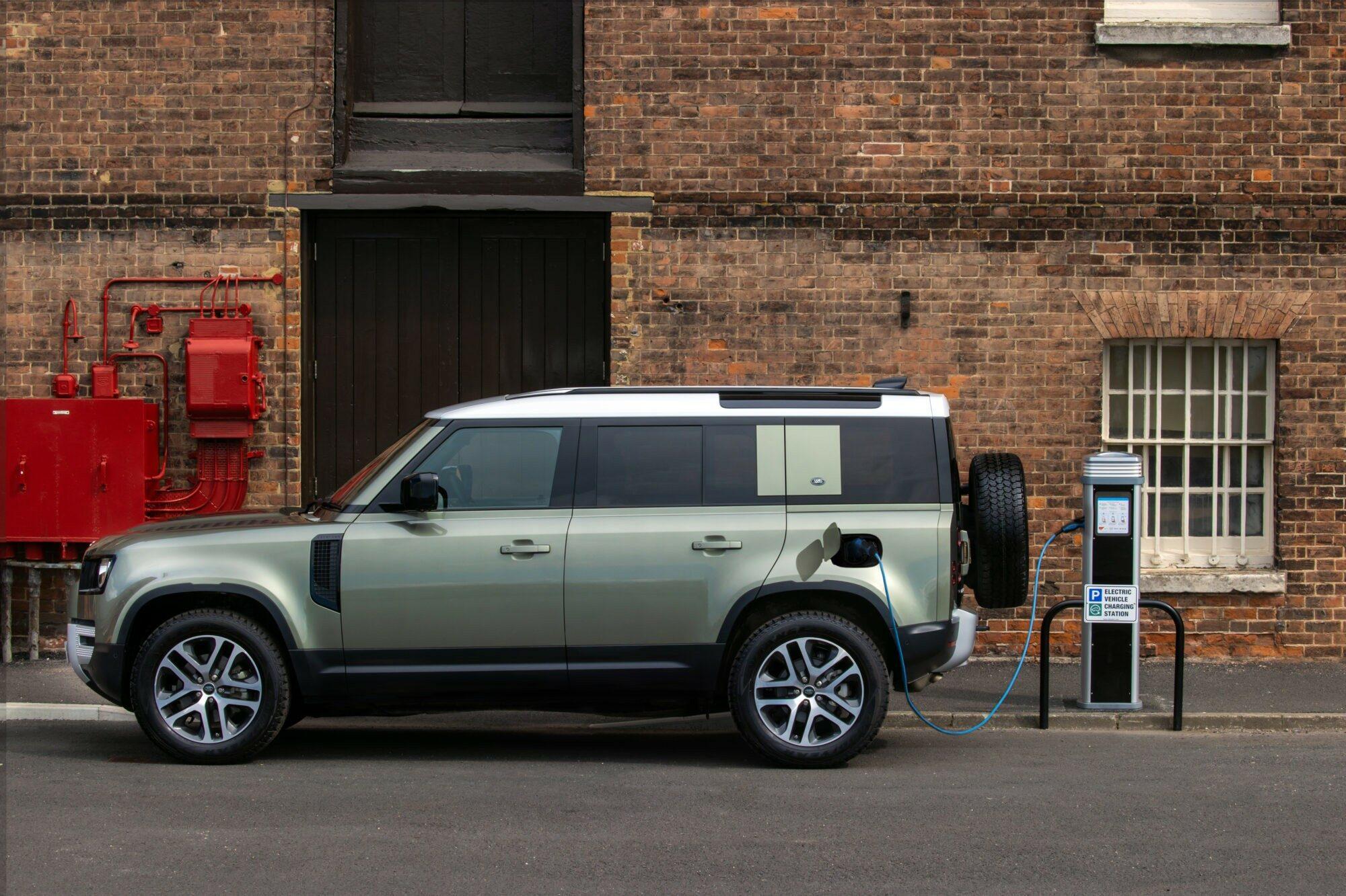 Deze afbeelding heeft een leeg alt-attribuut; de bestandsnaam is Land-Rover-Defender.jpg