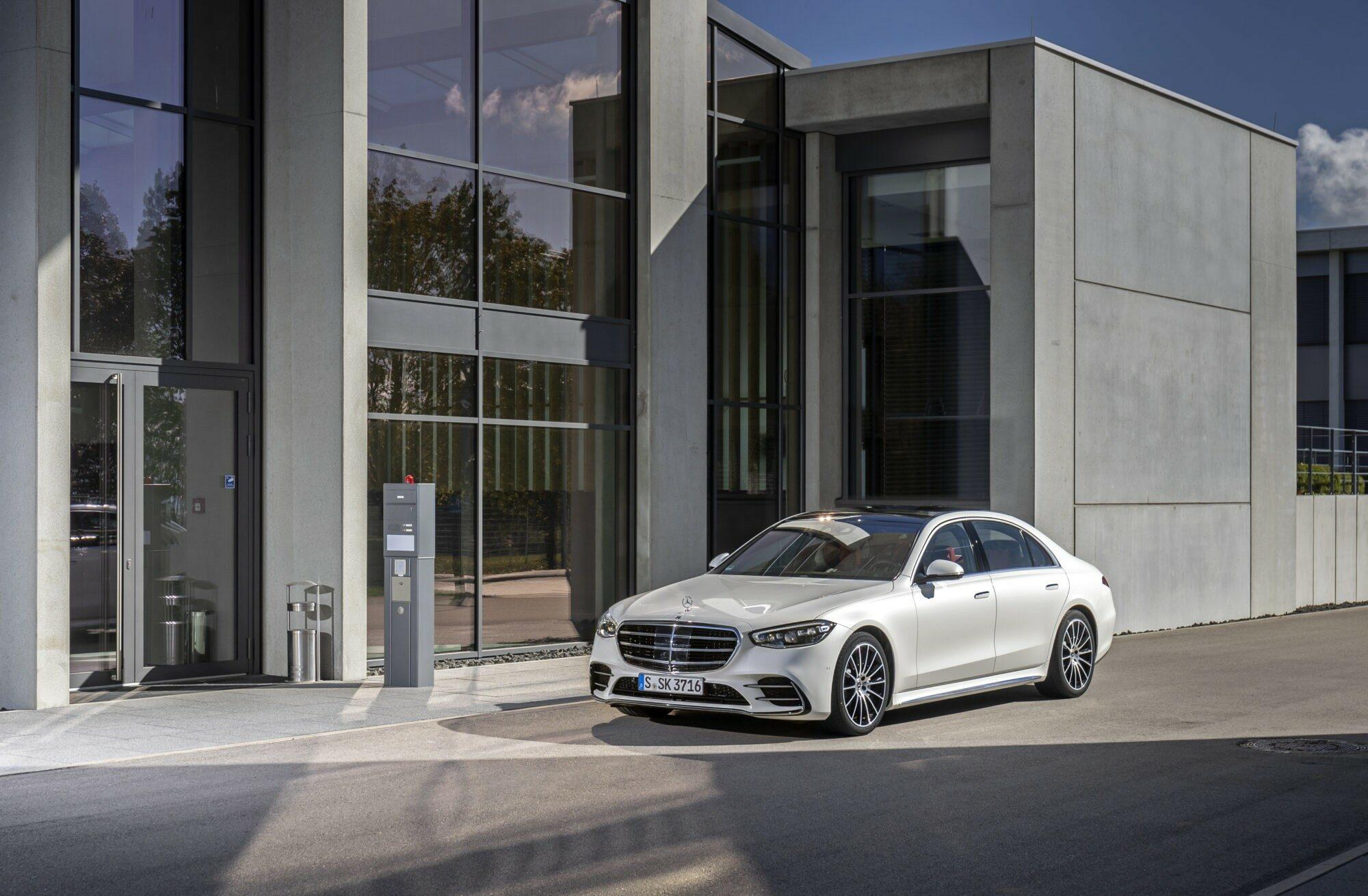 Deze afbeelding heeft een leeg alt-attribuut; de bestandsnaam is Mercedes-S-Klasse.jpg