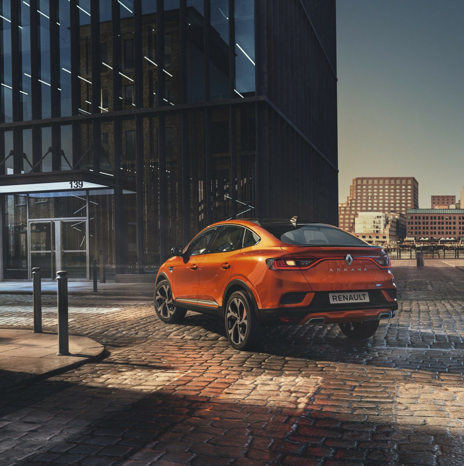 Deze afbeelding heeft een leeg alt-attribuut; de bestandsnaam is Renault-Arkana-E-TECH-Hybrid.jpg